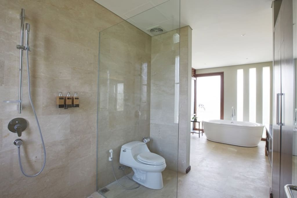 Signature Villa Bathroom