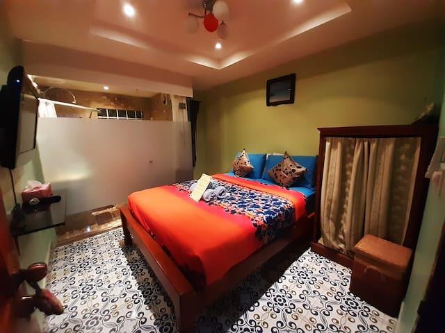 Best location, cozy, quiet, jacuzzi, amazing bed
