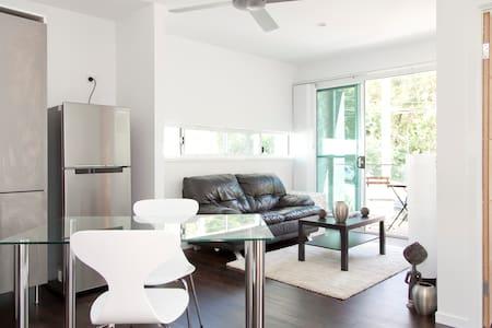 stunning studio in modern house - Bardon