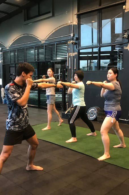 Learn how to punch like a Thai