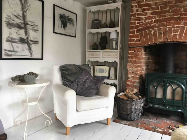 Artist cottage Double room  in rural Suffolk