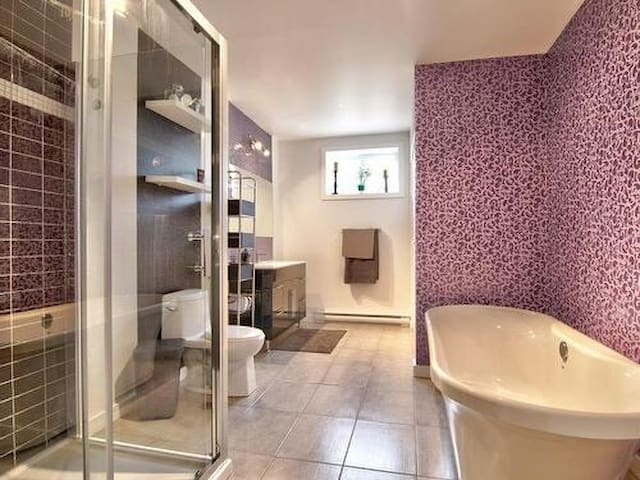 Private room and bathroom - Contrecoeur - Huis