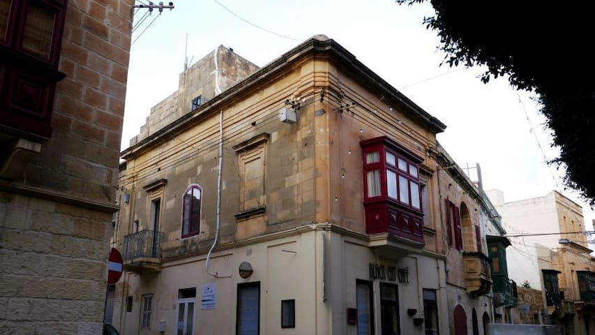 Prisca's Place Gozo/K1  (Small Hostel)