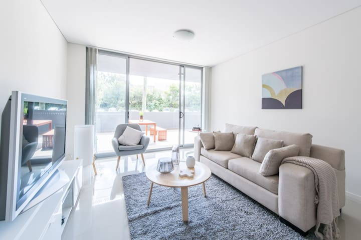 Brand New Inner-West Designer Living + Parking - Canterbury - Apartamento