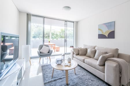 Brand New Inner-West Designer Living + Parking - Canterbury - 公寓