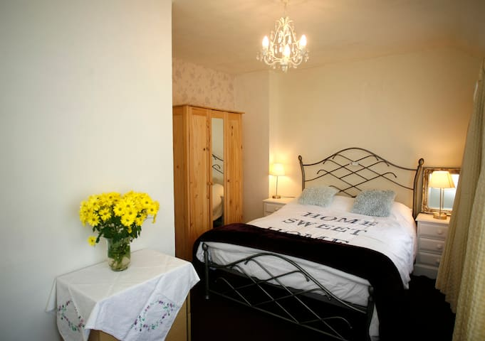 Lovely double room - scenic views - Rhyl - Bed & Breakfast