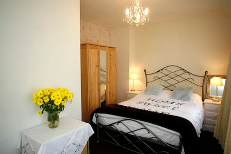 Lovely double room - scenic views - Rhyl - Wikt i opierunek