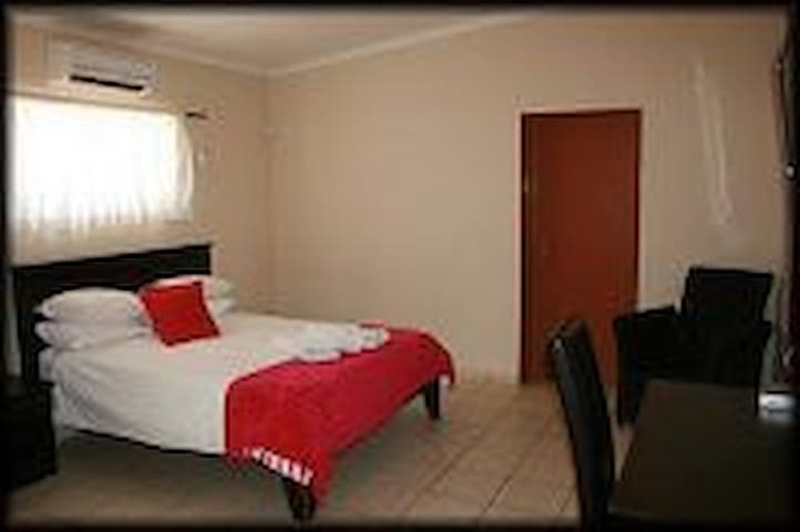 Double Ben room with aircon, tv and desk