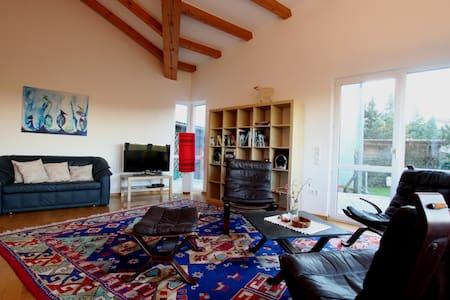 Ferienhaus - ruhig und mit toller Aussicht - Moritzburg - 旅舍