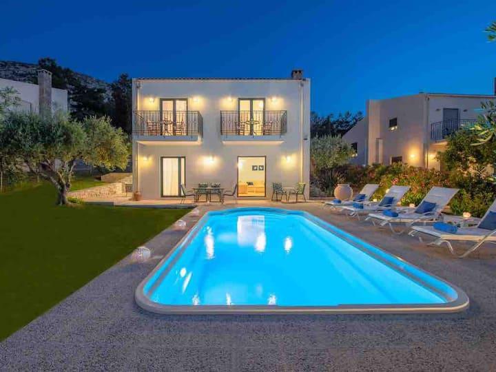 Nefeli villas - Green house  with private pool
