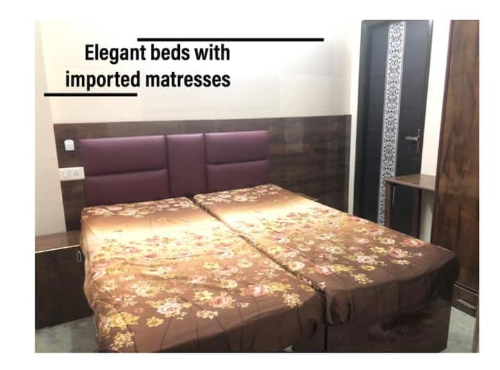 Private rooms near metro station only for males