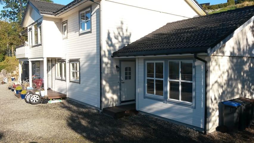 Koselig leilighet ved sjøen 50 min fra Bergen - Lindas