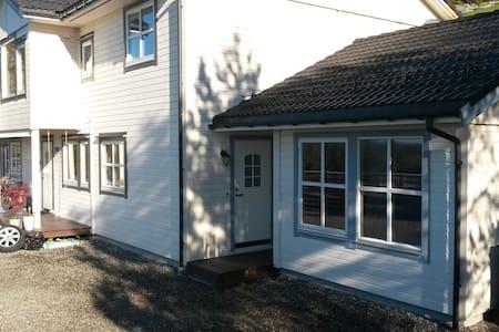 Koselig leilighet ved sjøen 50 min fra Bergen - Lindas - Διαμέρισμα