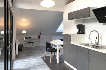 Moderne  Luxus-Studio-Wohnung in ruhiger Lage