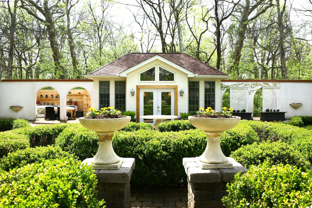The Beautiful Garden Villa A Splendid Hidden Gem Guesthouses For Rent In Columbus Ohio United States