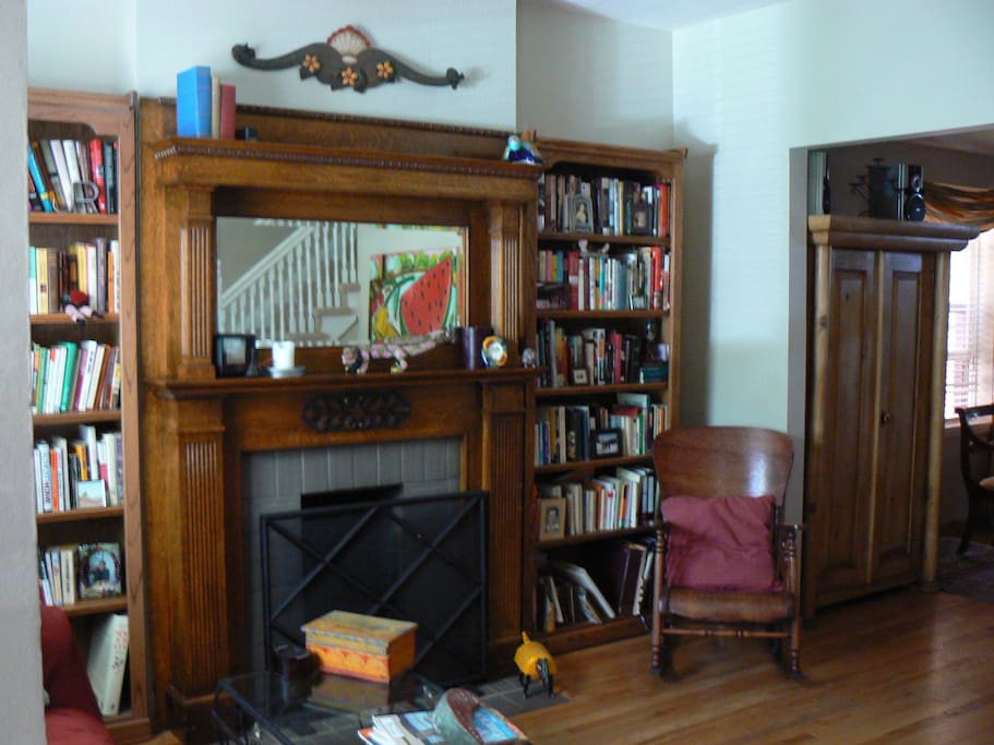 LIVING ROOM WITH ORIGINAL FIREPLACE AND LOTS OF BOOKS