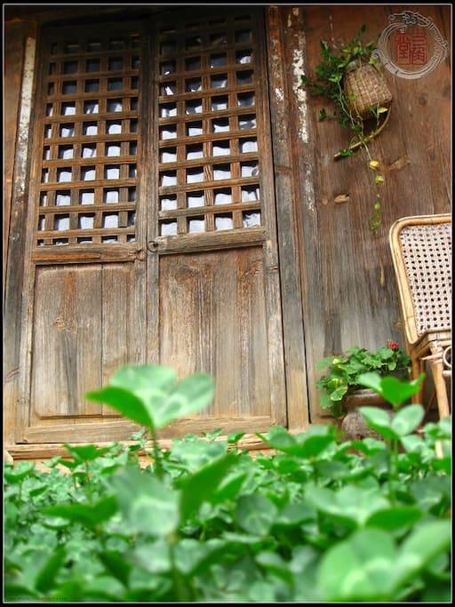 大客房传统老木门