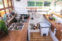 Keuken tussen het riet met uitzicht op de Markervaart