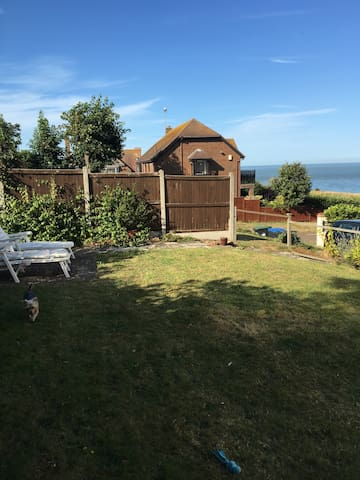 Ib St Cuby, cosy cliff edge flat and key to beach! - Broadstairs - Huoneisto