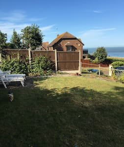 Ib St Cuby, cosy cliff edge flat and key to beach! - Broadstairs - Apartamento