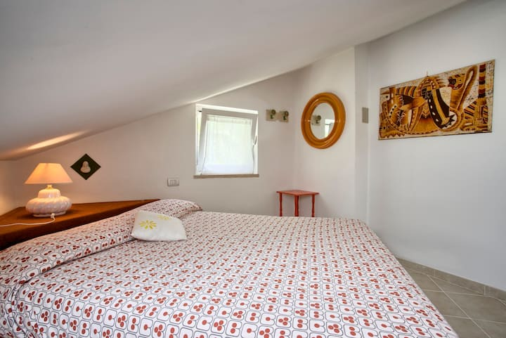 Noli-cute flat in villa with garden