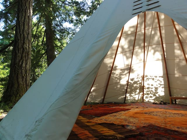 Crazy Horse at Tipi Village Retreat - Marcola - Khemah Tipi