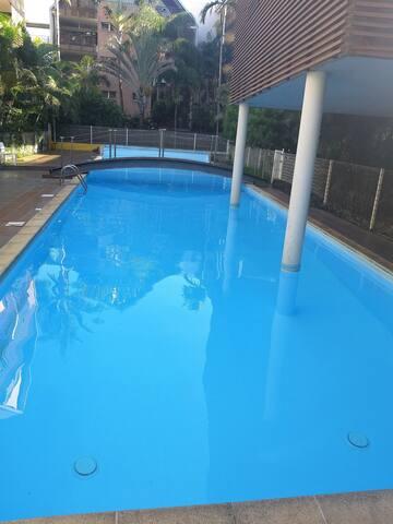 T2 centre-ville St Pierre avec piscine et parking