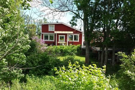 Trevligt, lantligt hus i norra Stockholm. - Upplands-Bro N - Casa