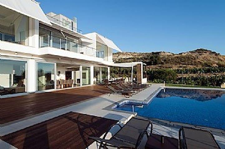 Luxury Modern Villa, SeaView, PrivatePool &Gardens