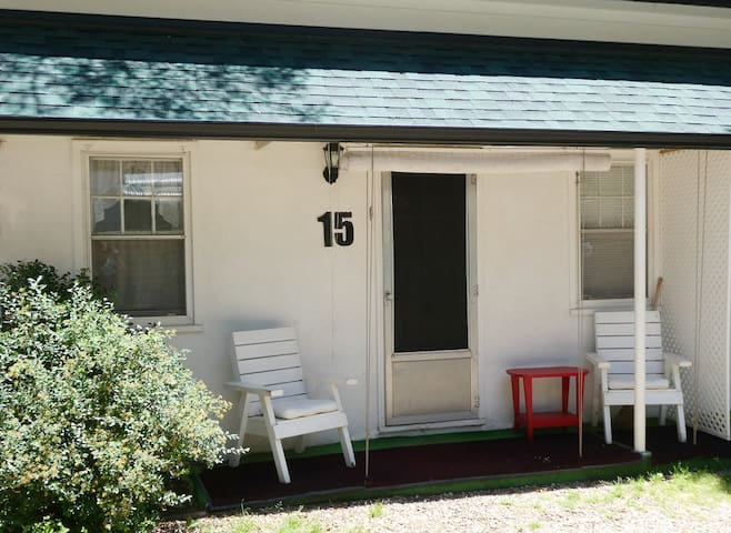 The Green Willow Motel- Cottage 15