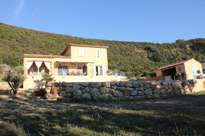 Villa avec piscine et grandes terrasses - Oraison