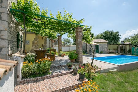 Renewed stone house Maria with pool and garden - Markoci