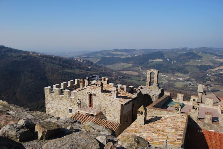Séjour hors du temps en Château du XIII siècle - Gualdo Cattaneo - Apartament
