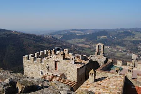 """Appartamento """"Il Bosco"""", Castello di Cisterna - Gualdo Cattaneo - Byt"""