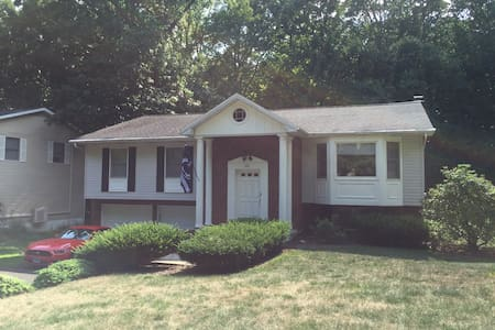 Pet-friendly home close to Penn State & amenities - State College