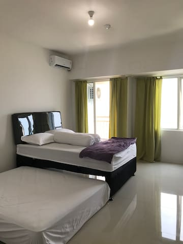 Cozy Tanglin  Apartment Pakuwon mall with HotWater
