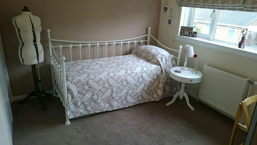 Comfortable single/double/twin room