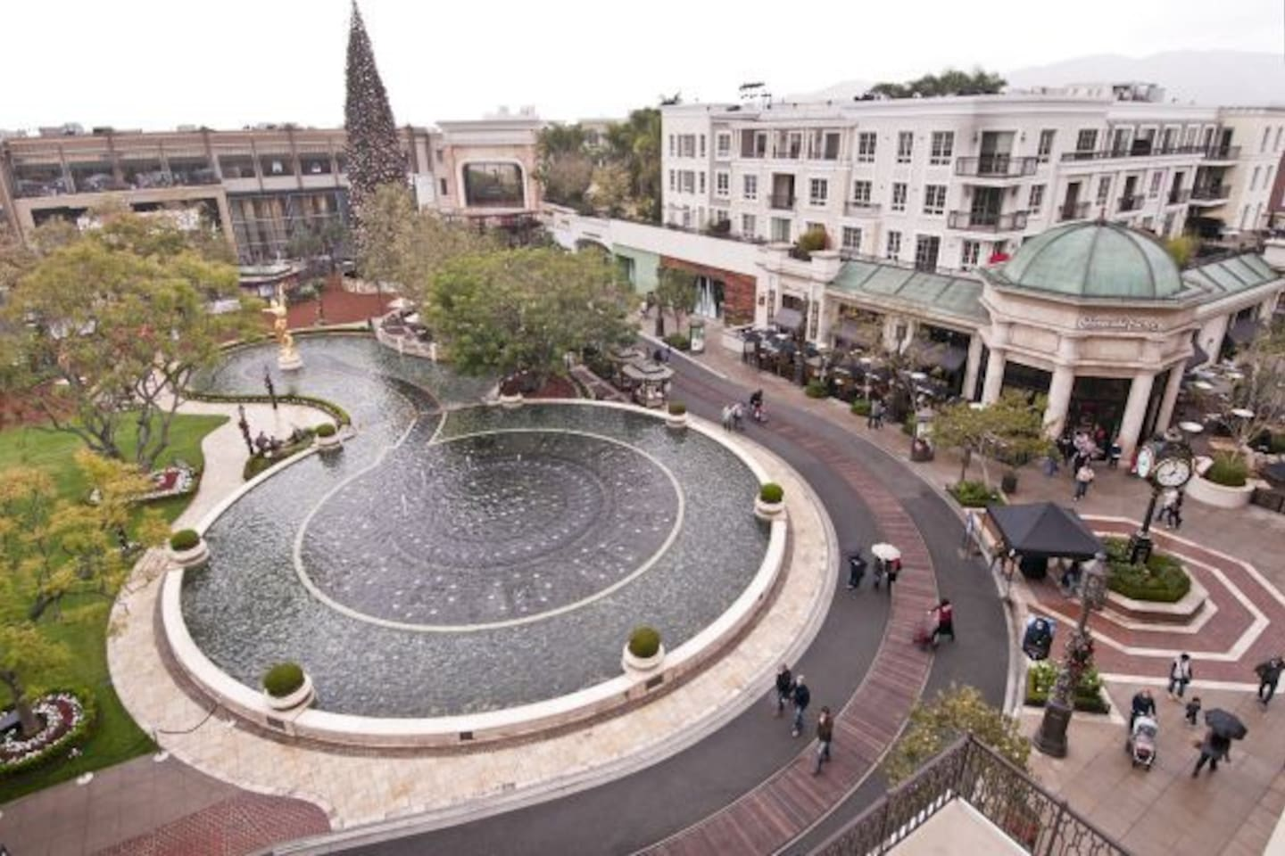 Americana's water fountain at daytime