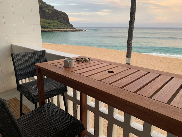 Beachfront & Ocean view Condo-best Oahu sunsets
