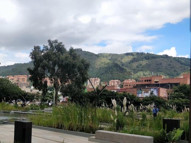 Sector arborizado, ecológico, seguro a  5 minutos caminando de la emblemática Usaquén,  Hacienda Santa Bárbara, centro comercial Santa Ana y Unicentro