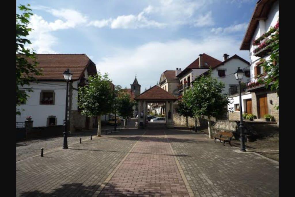 Plaza del pueblo de Ezcároz