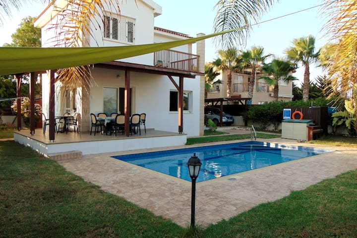 Beautiful villa mainly isolated, clear seaviews