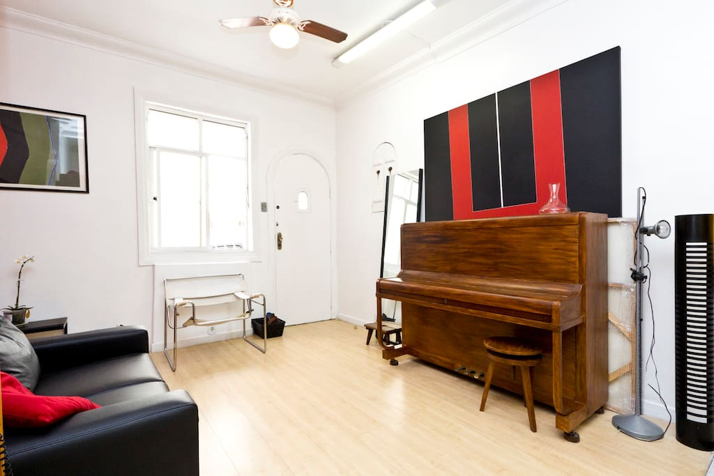 Private room in cozy house in Rio!