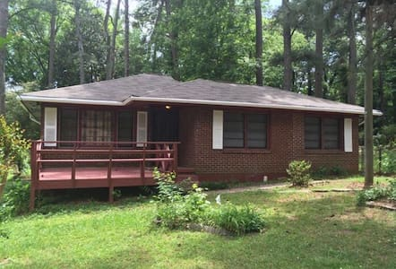 Remodeled Gem, Clean & Comfy Private Room - Hapeville