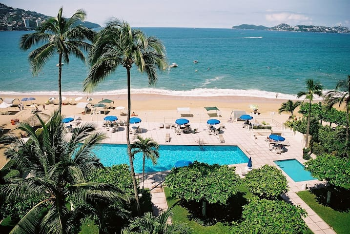 Spacious 2BR Apartment on Ocean - Acapulco - Apartament