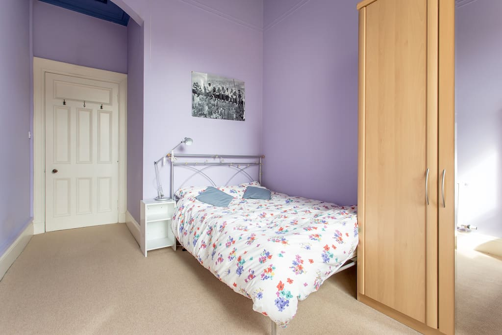 Lovely quiet double room overlooking gardens