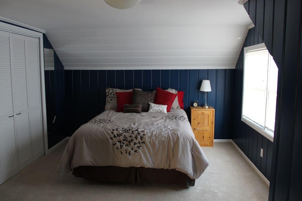 Upstairs - Guest Bedroom with Queen Bed