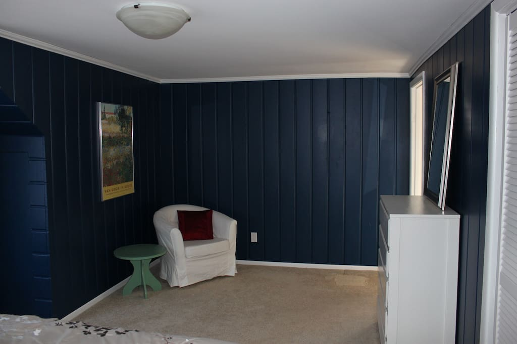 Upstairs - Guest Bedroom - lots of space - two large dressers and a closet