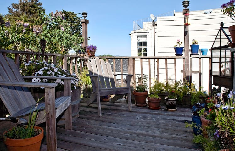 Enjoy the sun and the view from our deck (make prior arrangement with your hosts)...