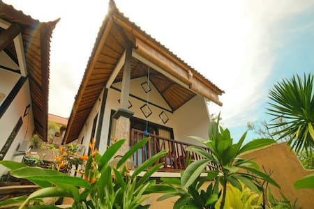 warung ary and homestay room 6 - Bed & Breakfast